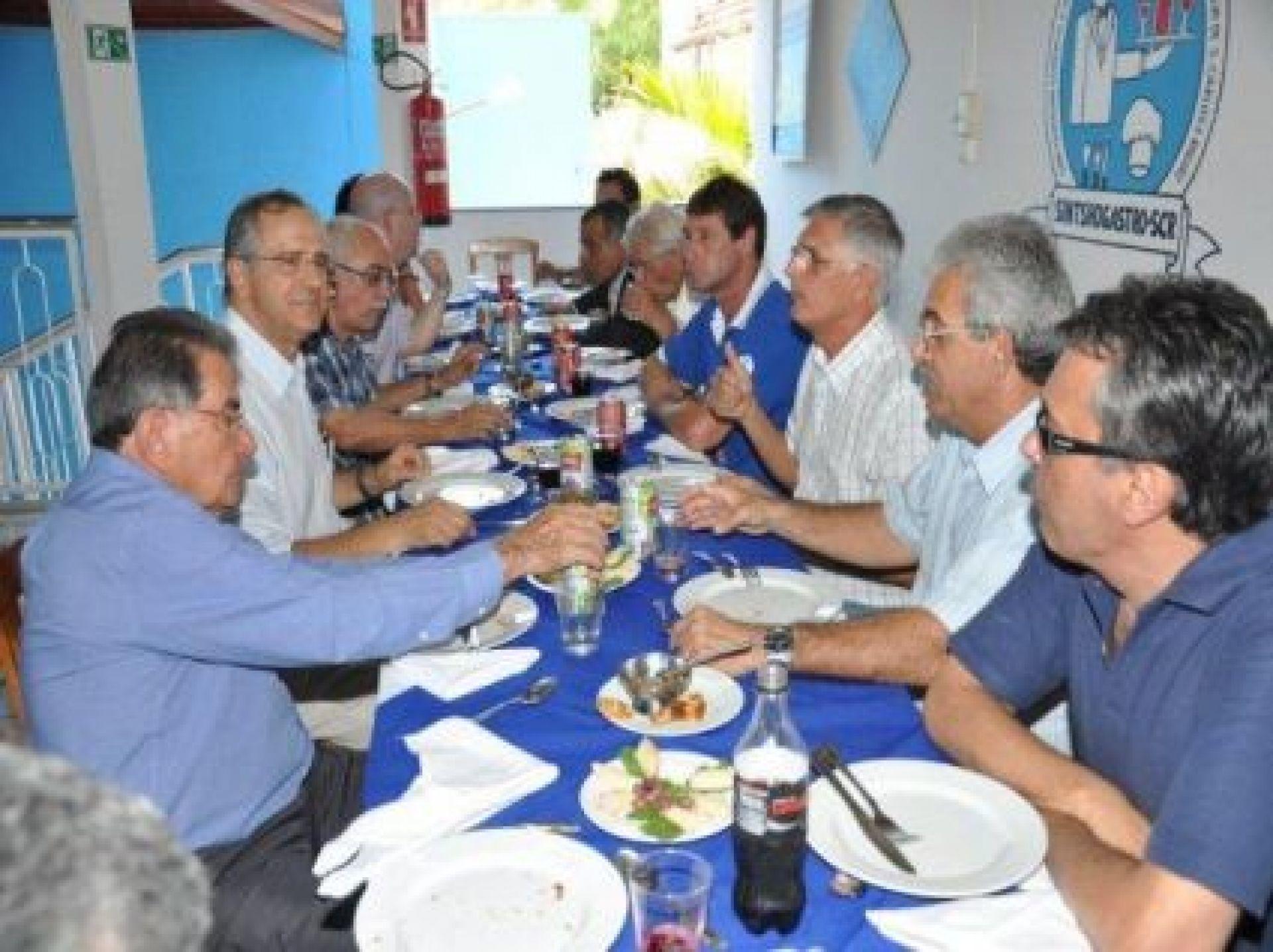 Almoço servido na Escola de Cursos de Gastronomia do Sintshogastro São Carlos